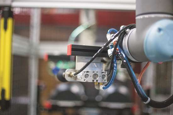 Cobots-Integration-in-Plastic-and-Polymer-Production
